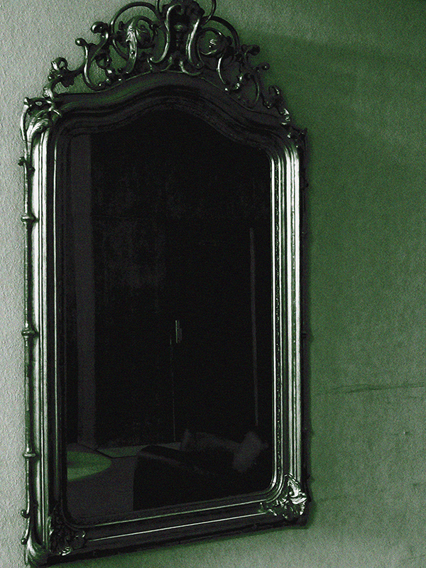 Le reflet du miroir gothique et romantique for Miroir sans reflet