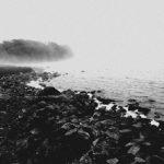 Sur la rive la pleurant