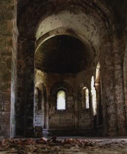 Dans la chapelle perdue
