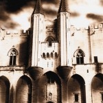Derrière les portes du palais